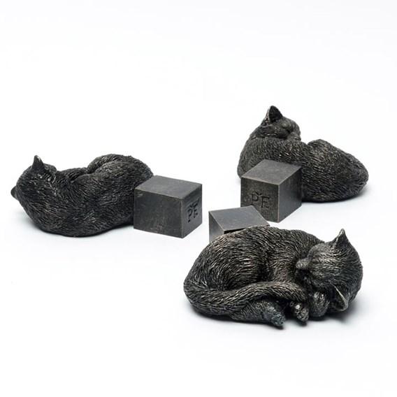 Curled Up Cat Pot Feet